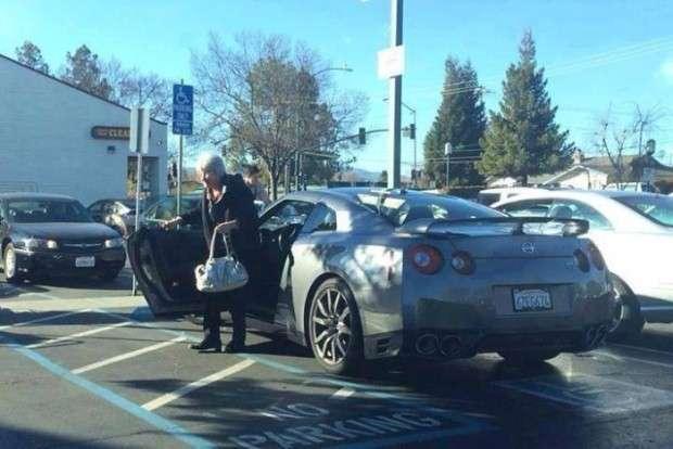 Nissan GT-R i babcia