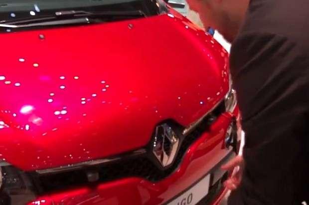 Renault Twingo maska