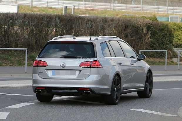 Volkswagen Golf R  Variant spy