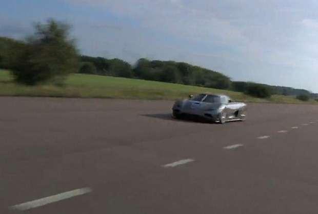 Koenigsegg Agera R vs Ford Focus