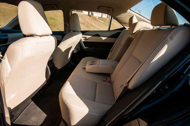 Nowa Toyota Corolla tylna kanapa