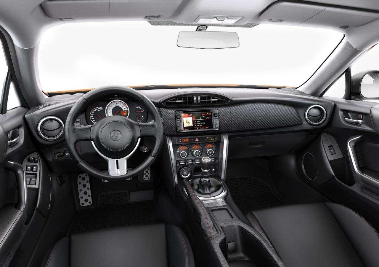 Toyota GT 86 2015 interior