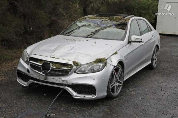 Mercedes E63 AMG crash