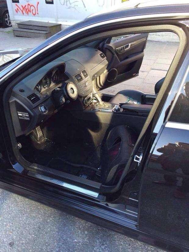 Mercedes-Benz C63 AMG skradzione wnętrze