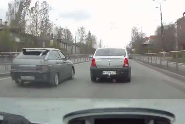 Dacia Logan vs Łada