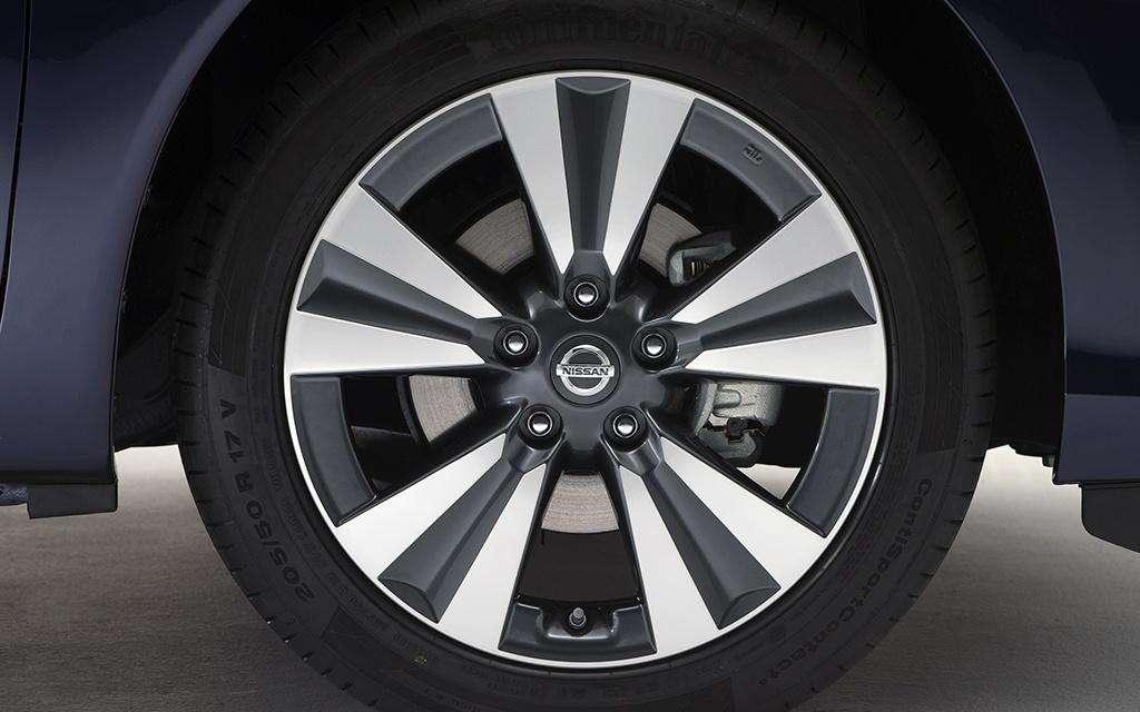 Nissan Pulsar 2014 wheel