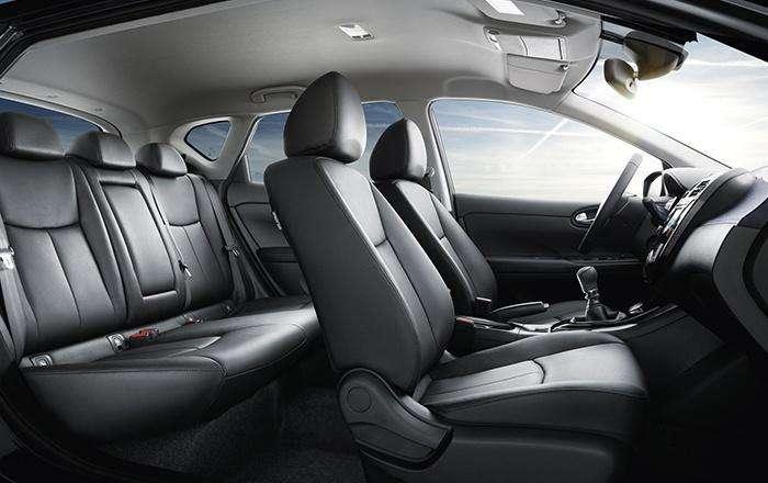 Nissan Pulsar 2014 interior