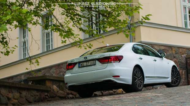 Lexus LS600h rear view