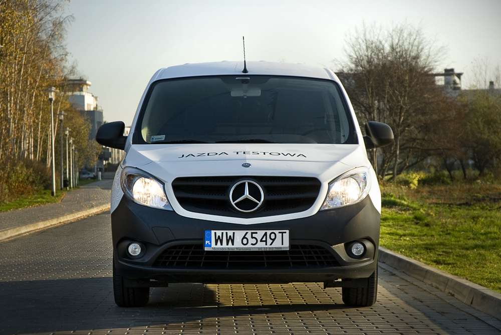 mercedes citan 109 cdi 90 km furgon test. Black Bedroom Furniture Sets. Home Design Ideas