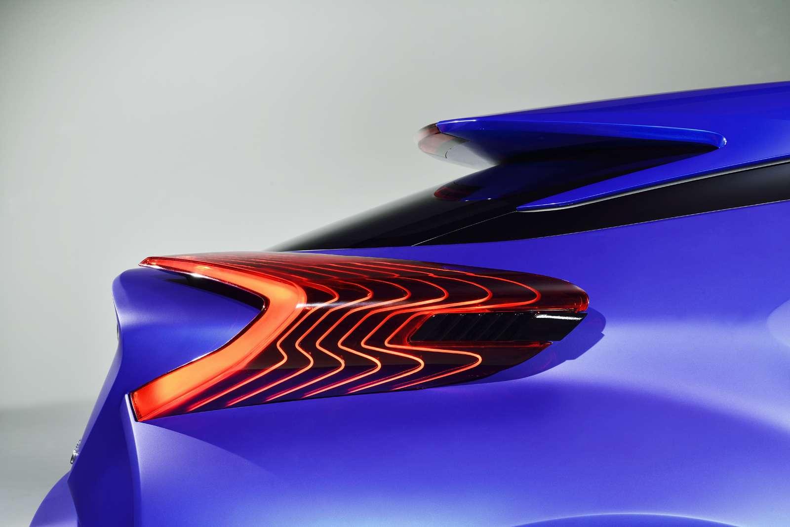 Toyota C-HR Paryż 2014