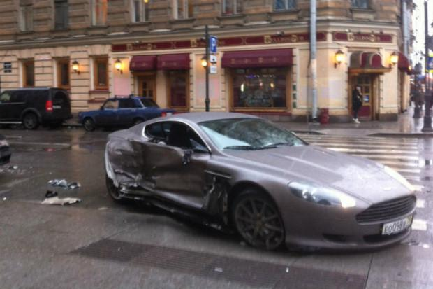 Aston Martin DB9 crash