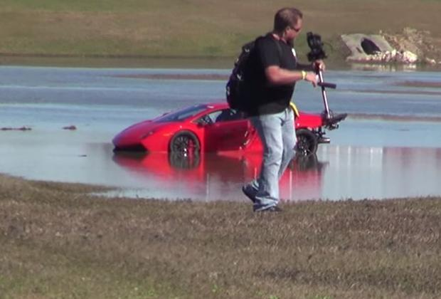 Lamborghini-Gallardo-w-wodzie