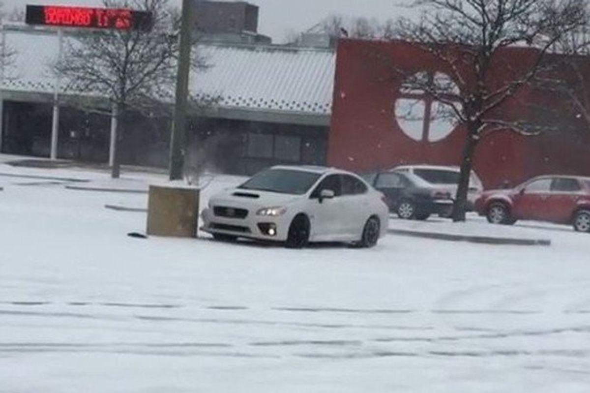 Subaru Impreza WRX na śniegu