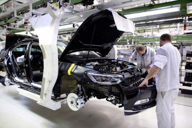 Volkswagen Passat Factory