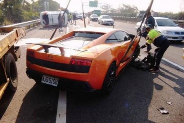 Gallardo crash orange