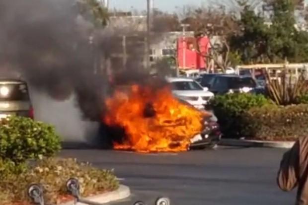 Porsche 911 Turbo S fire