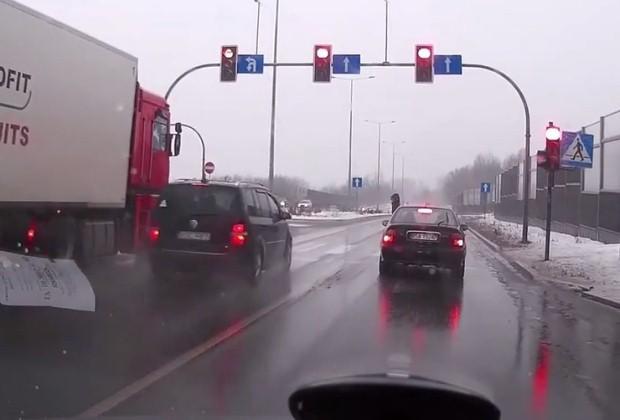 VW Touran czerwone