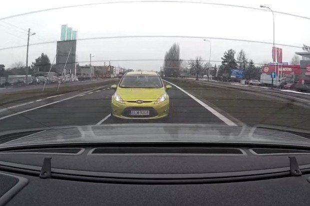 W tył auta