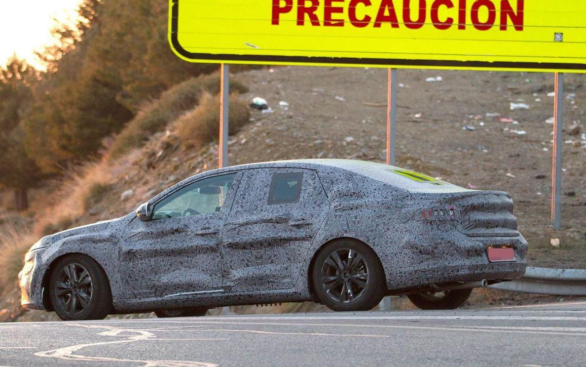 Renault Laguna 2016 Spy