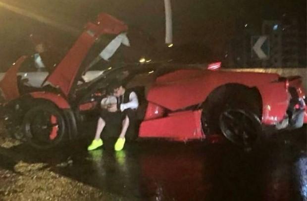 Ferrari LaFerrari crash china