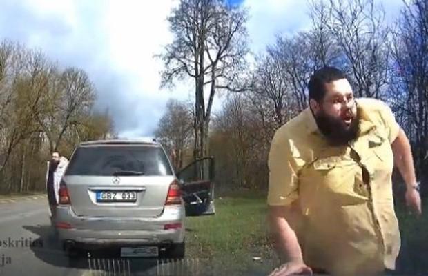 Policja i Mercedes