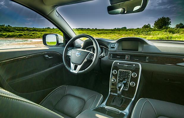 Volvo XC70 D4 interior