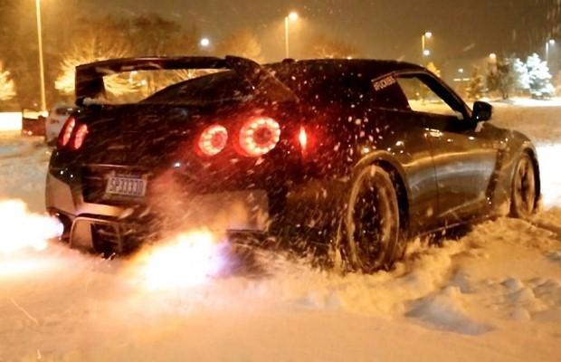 Nissan GT-R snow