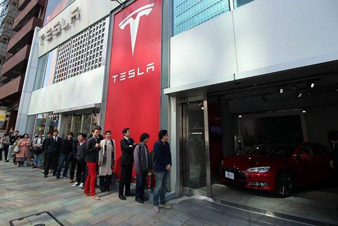 Kolejka Tesla Model 3