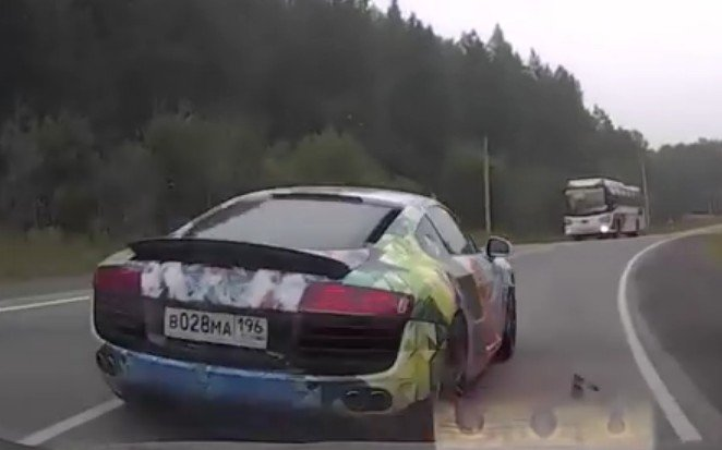 Audi R8 russia crash