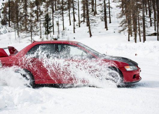Mitsubishi Lancer EVO 9 snow
