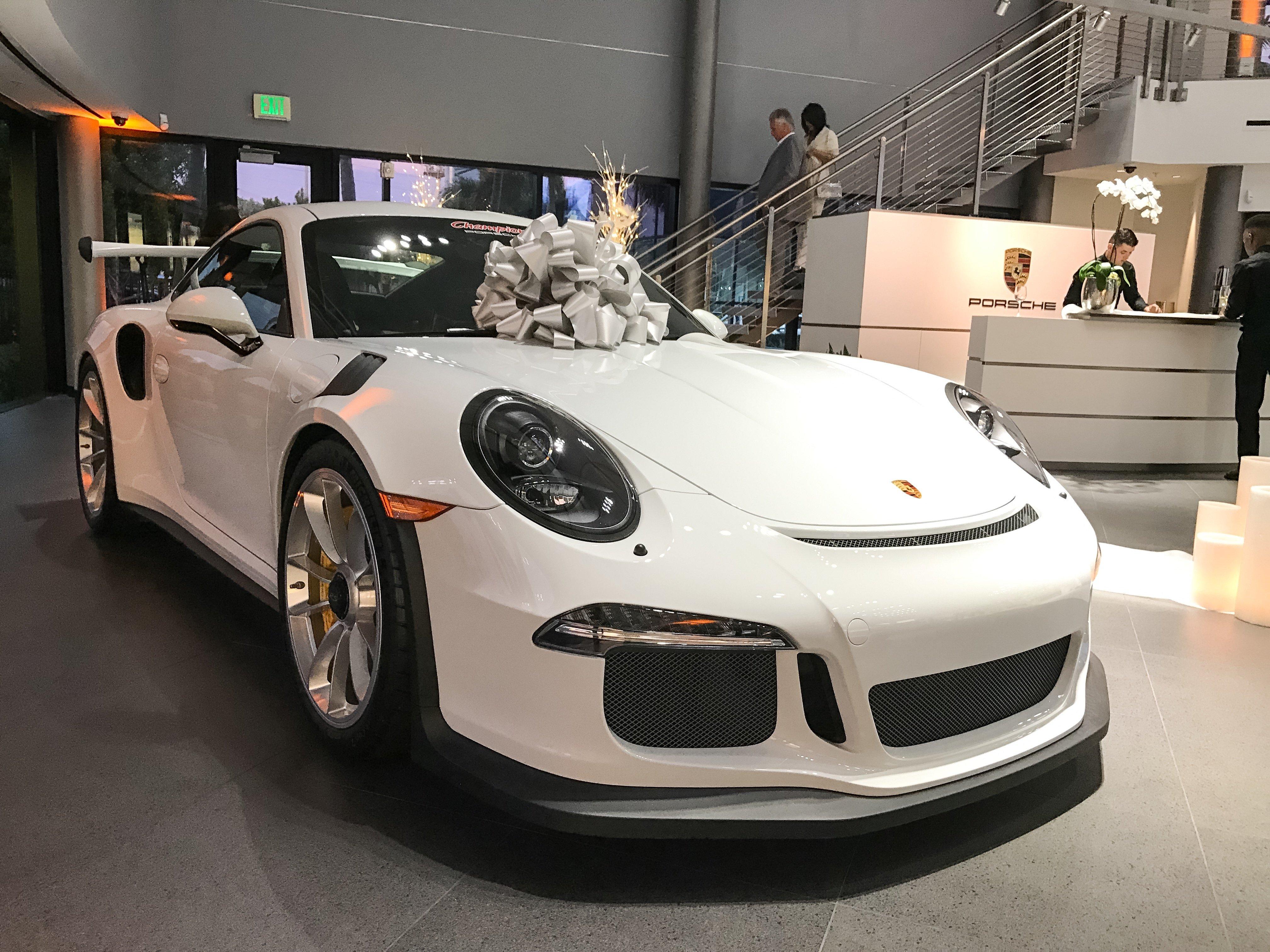 Ślub w salonie Porsche - diler Champion Floryda