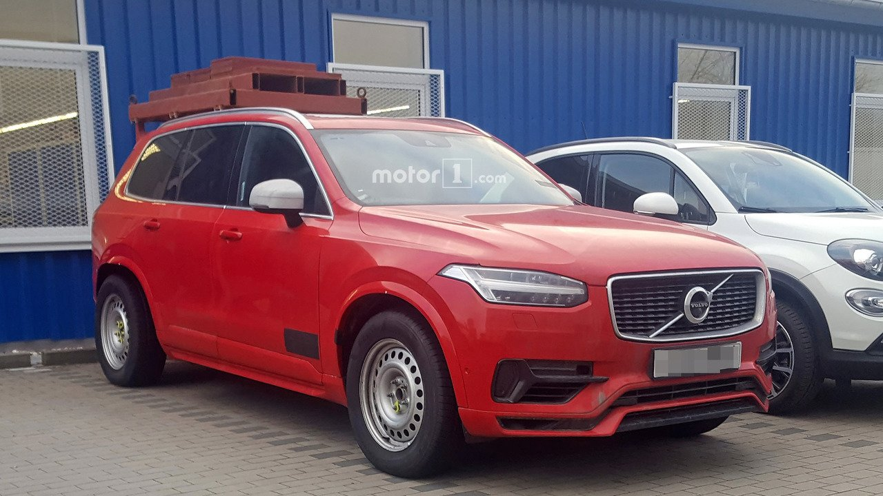 Volvo XC90 spy red