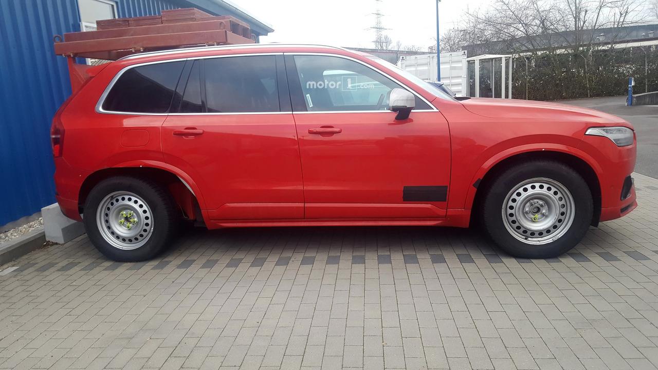 Volvo XC90 spy red
