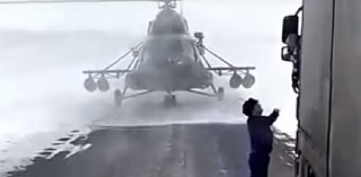 Helikopter na drodze