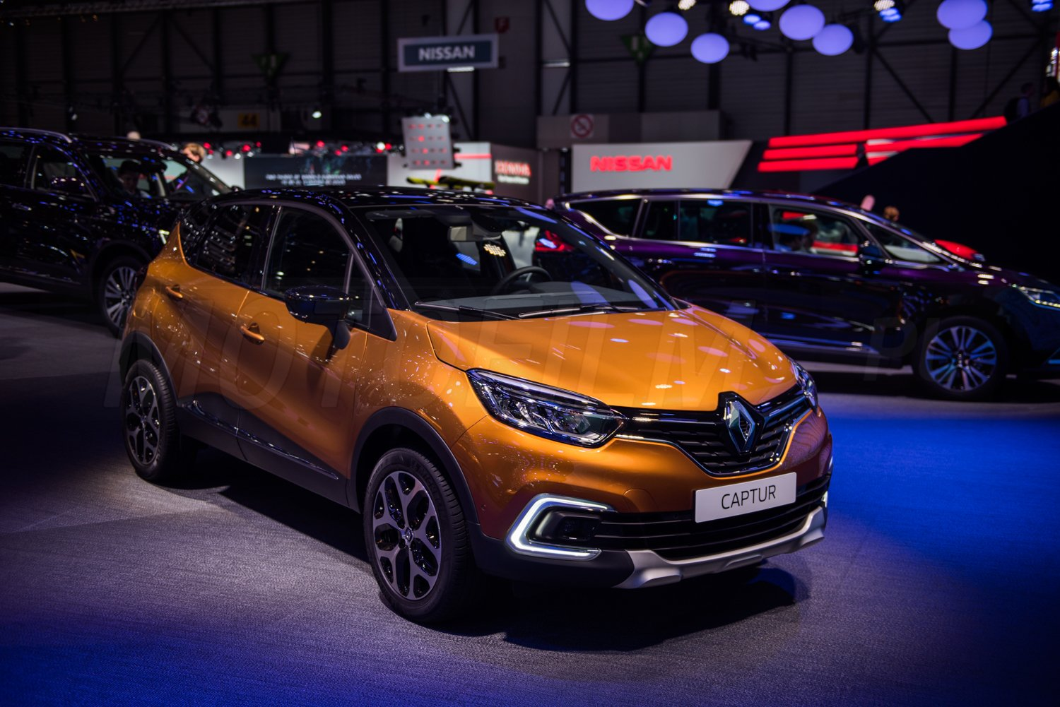 nowe renault captur 2017 facelift motofilm. Black Bedroom Furniture Sets. Home Design Ideas