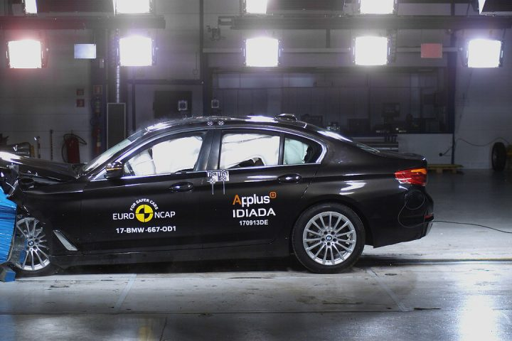 BMW 5 series G30 crash test