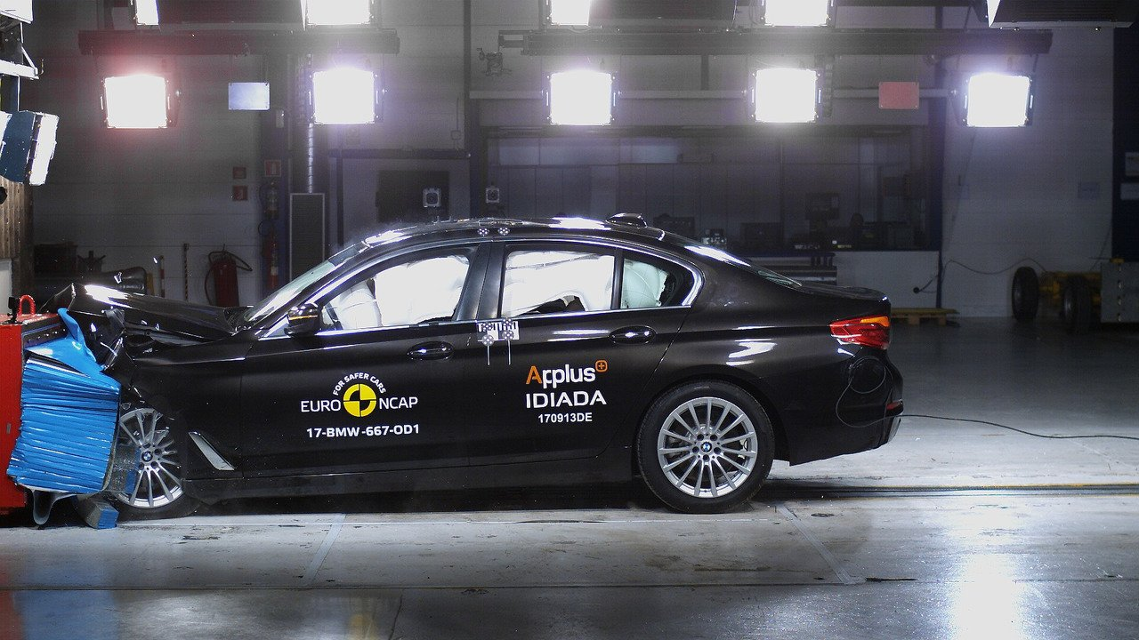 BMW 5 series G30 crash test