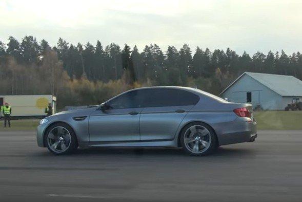 BMW M5 F10 drag race