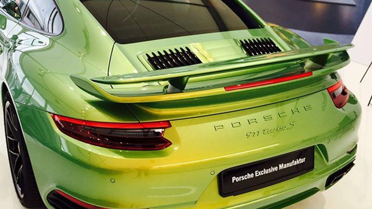 Porsche 911 Turbo S Python Green 'Chromaflair'