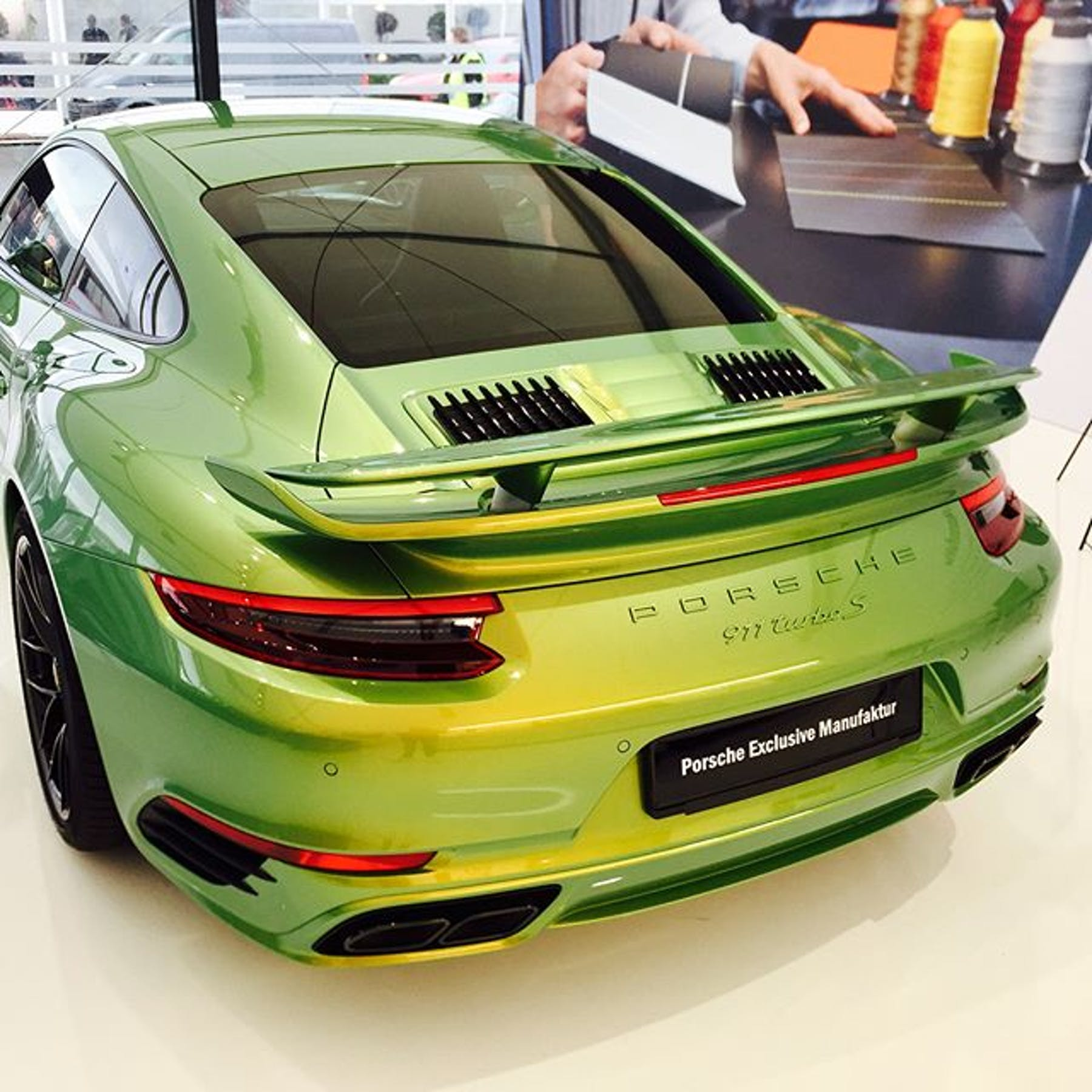 Porsche 911 Turbo S Python Green 'Chromaflair'