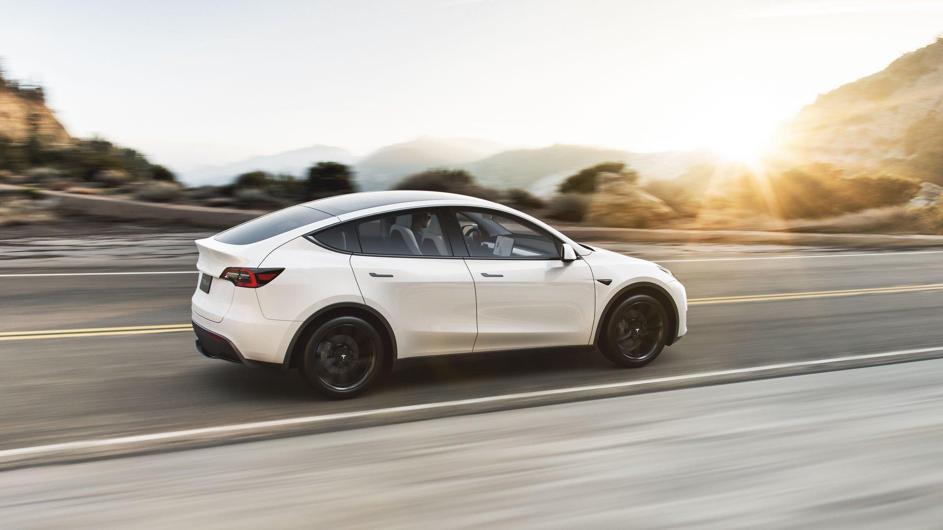 Tesla Model Y kolor biały