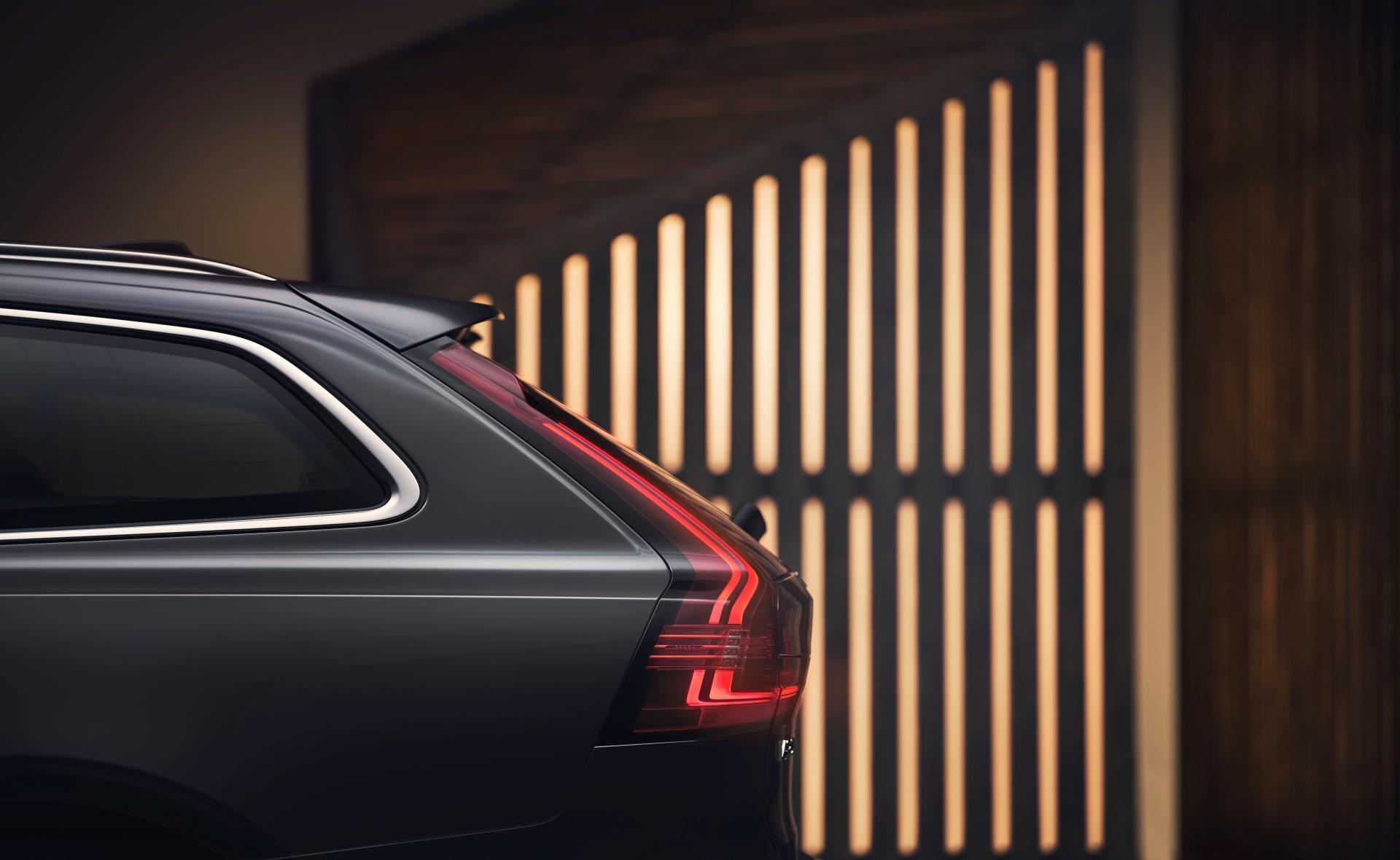 Volvo V90 Cross Country 2020 lifting
