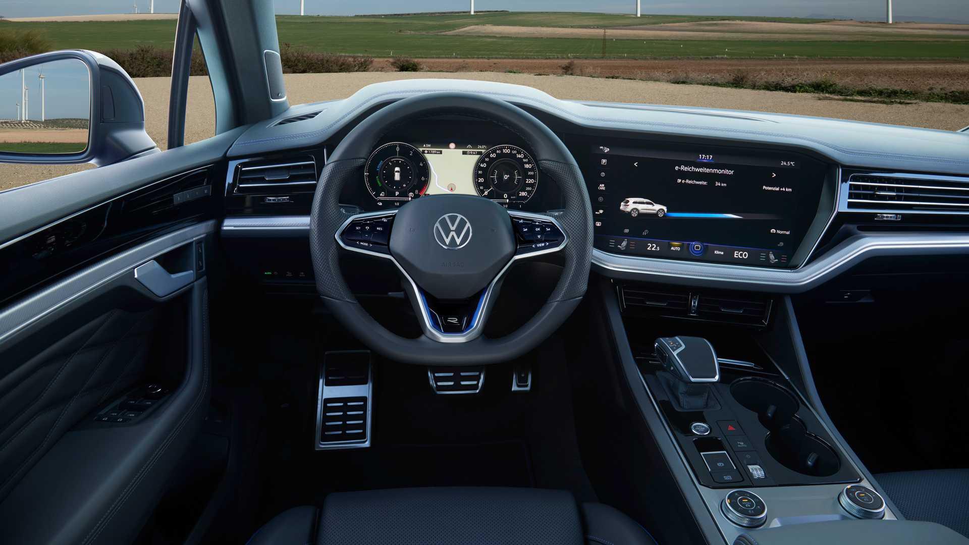 Volkswagen Touareg R wnętrze