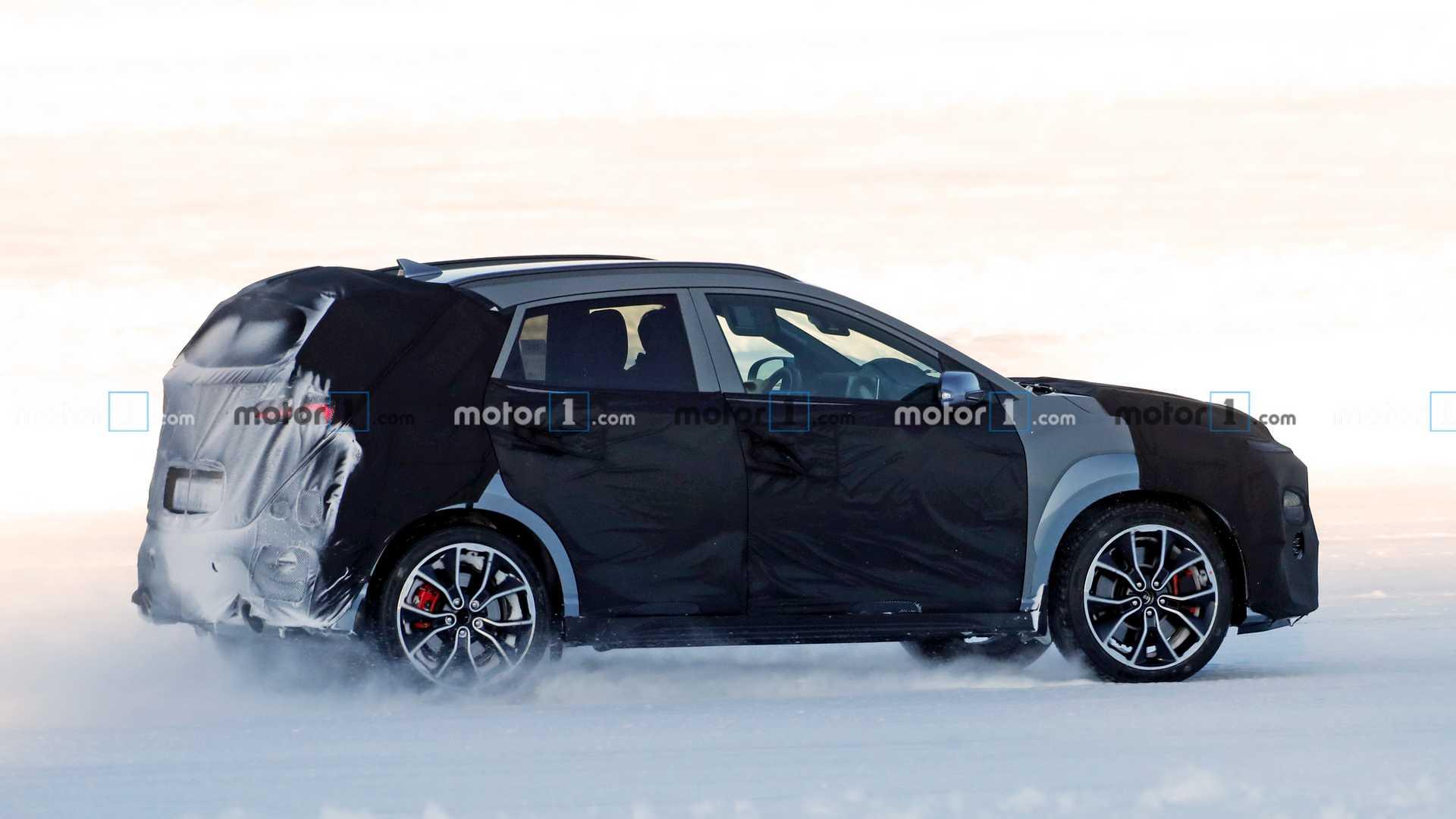 Hyundai Kona N - szpiegowskie zdjęcie (MOTOR1.COM)