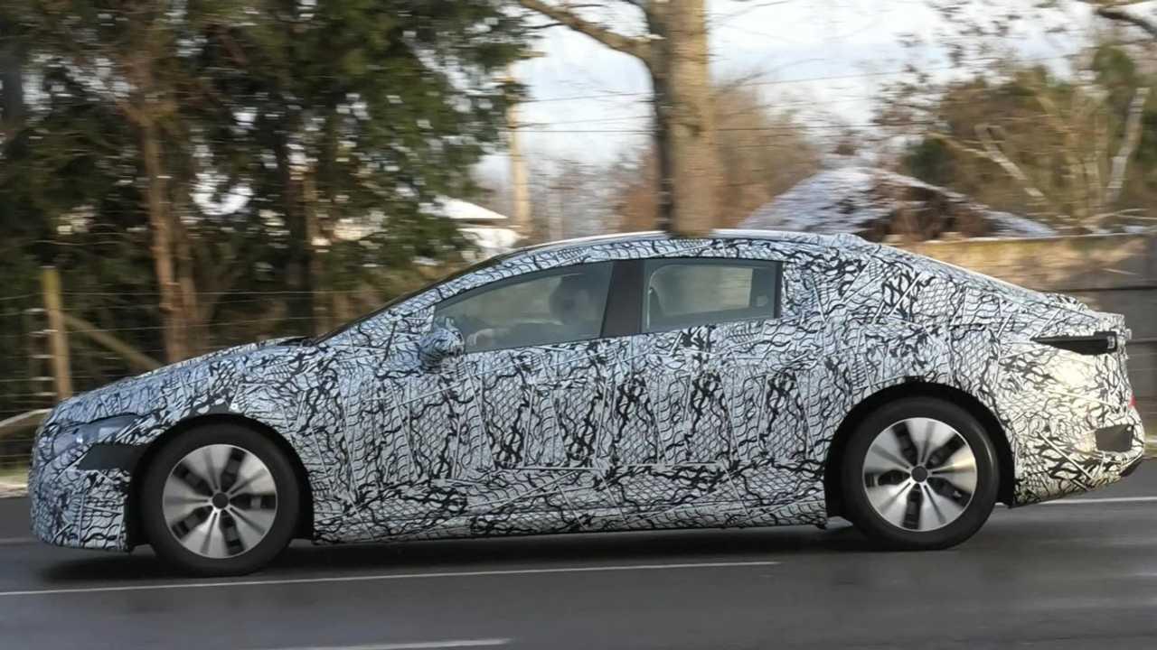 Mercedes EQE 2021 szpiegowskie