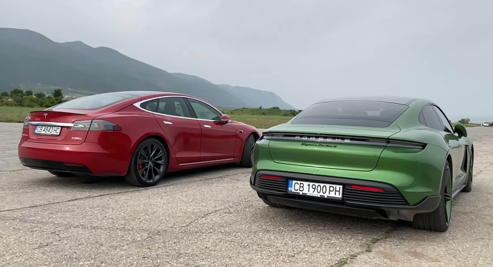 Porsche Taycan Turbo S vs. Tesla Model S P100D