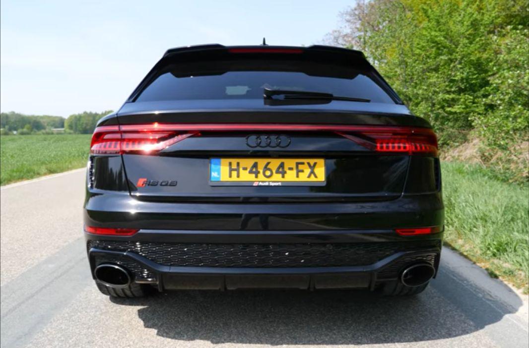 Audi RS Q8 - czarne