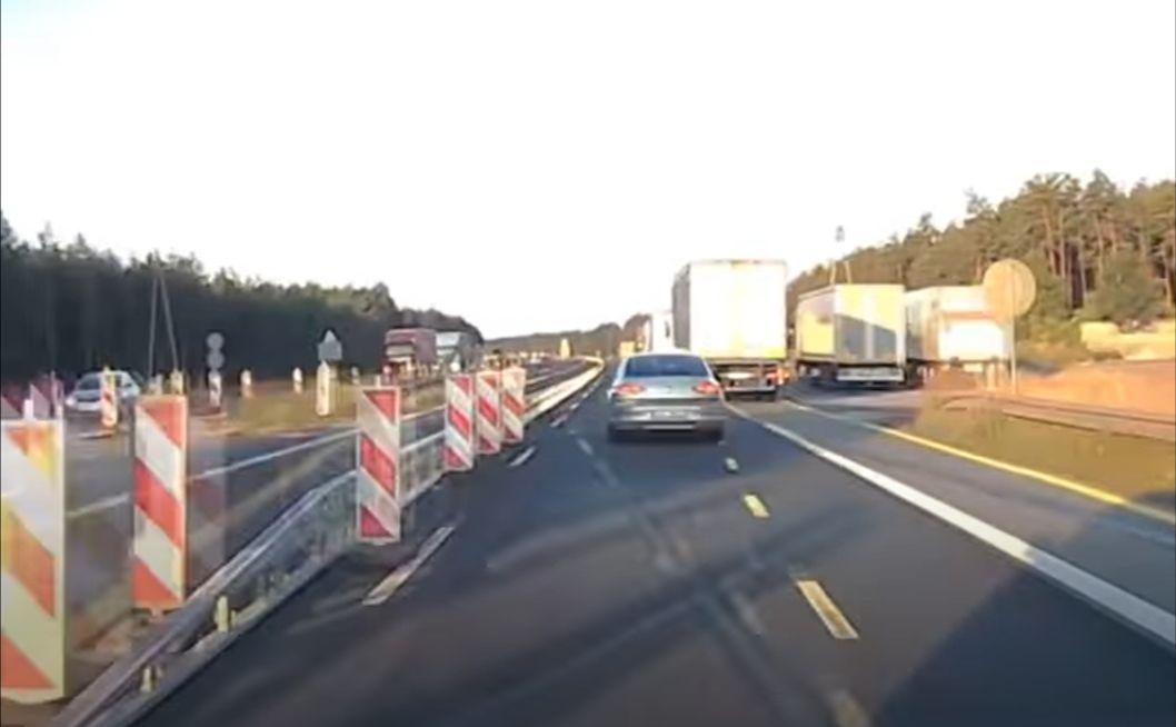Volkswagen Passat i TIR - wypadek na A1