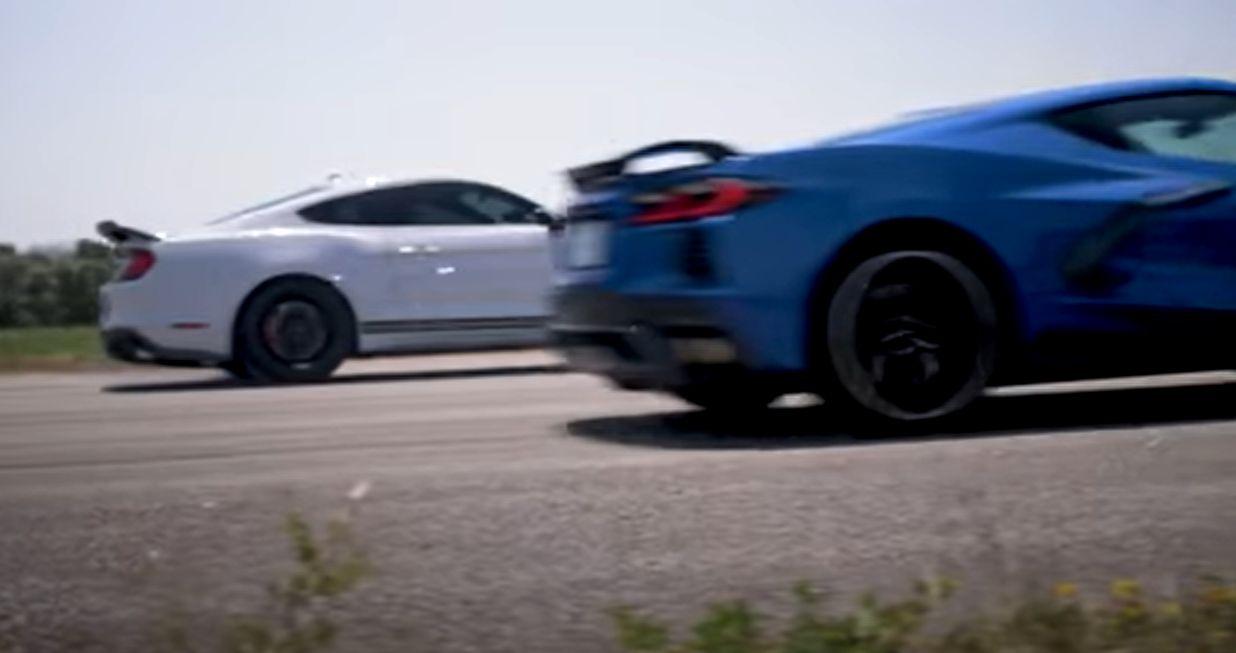 Chevrolet Corvette C8 (2020) vs. Mustang Shelby GT500 (DRAG RACE)