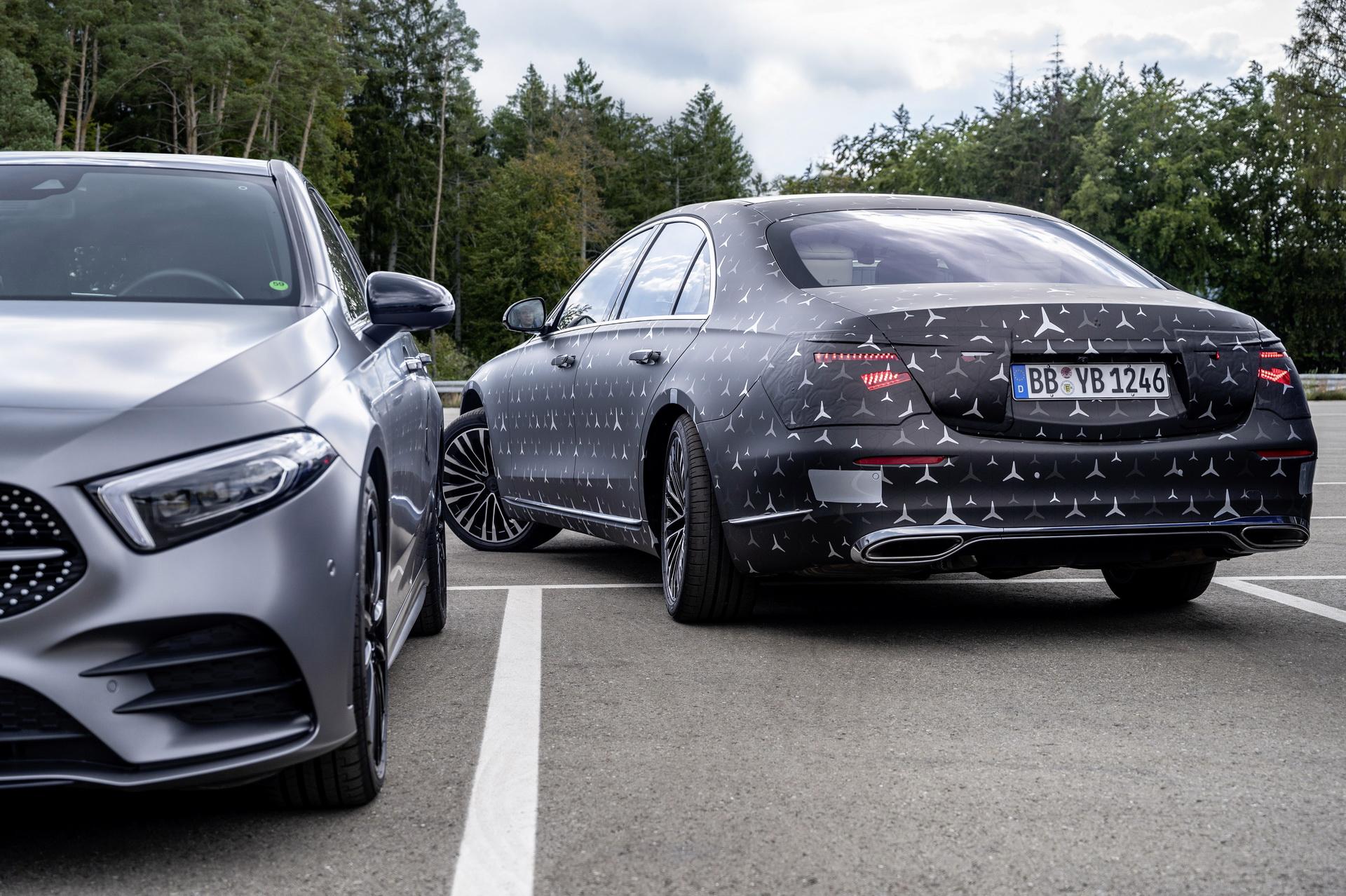 Mercedes S W223 2021 – system skrętnych kół